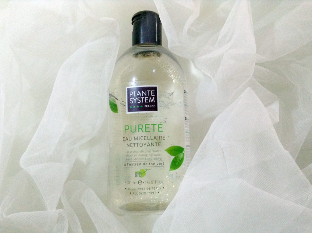 Agua para limpieza facial